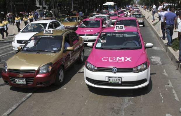 Los taxistas siguen inconformes con los lineamientos que regulan el servicio de Uber y Cabify, publicados por el GDF el pasado 15 de julio. FOTO: CUARTOSCURO/ARCHIVO