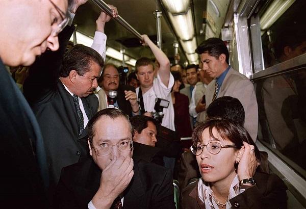 MEXDF16FEB2000. La jefa del gobierno capitalino, Rosario Robles Berlanga realizo una gira de trabajo ademas de transportarse en el metro de la linea 3. FOTO: Victoria Valtierra/CUARTOSCURO