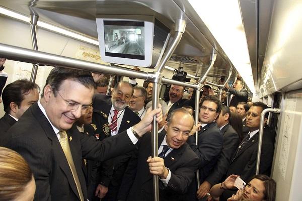 Durante la inauguración de la L12 estuvieron presentes el jefe de Gobierno Marcelo Ebrard y el presidente de México Felipe Calderón. (2012)