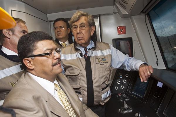 MÉXICO, D.F., 15MARZO2012.- Cuauhtémoc Cárdenas, líder histórico del PRD, y Marcelo Ebrard Casaubón, jefe de Gobierno del Distrito Federal, inauguraron la primera unidad de la Línea 12 del Metro, la cual lleva el nombre del ingeniero. FOTO: ISAAC ESQUIVEL /CUARTOSCURO.COM