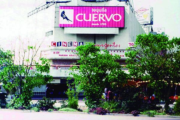FOTO CUATRO MÁSPORMÁS CINEMA INSURGENTES