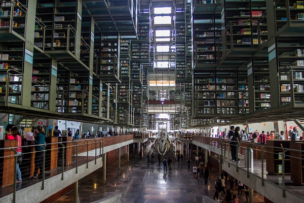 MÉXICO, D.F., 26ABRIL2015.- La biblioteca José Vasconcelos cerró sus puertas para ofrecer actividades recreativas para niños, en el marco de la celebración del día del Libro. FOTO: ISAAC ESQUIVEL /CUARTOSCURO.COM