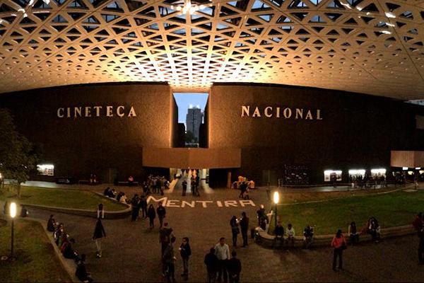 Protesta_Ayotzinapa_Cineteca_-1