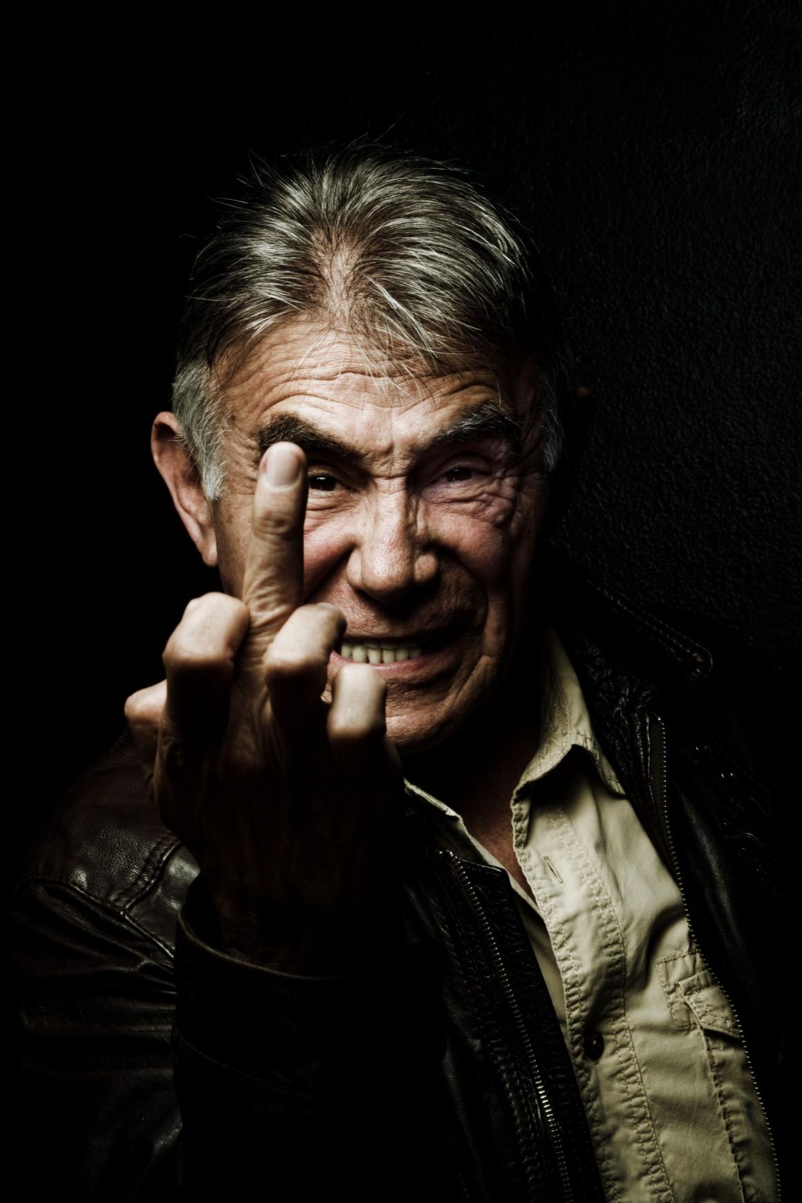 """Héctpr Suárez, fotografiado previo al ensayo de una obra para Newsweek en Español, """"Viene una farsa en la que sabemos quién va a ganar"""", dijo sobre la elecciones intermedias de 2015."""
