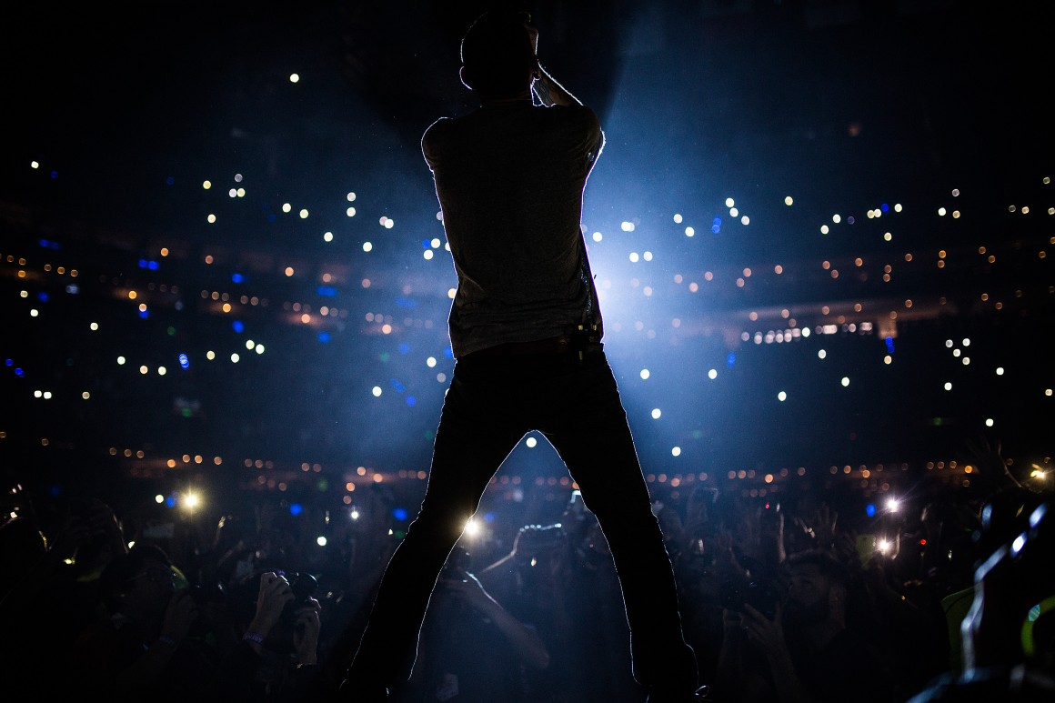MEXICO CITY, MEXICO - JUNE 23: Silouette of Chester Bennington, during a show as part of of The Hunting Party Tour at Arena Ciudad de Mexico on June 23, 2015 in Mexico City, Mexico. (Photo by Manuel Velasquez/LatinContent/Getty Images)