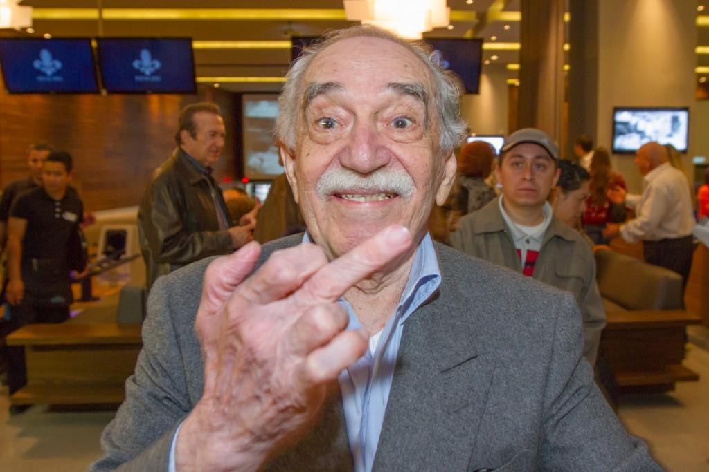 México Sep 29 2013.Después de mucho tiempo sin aparecer en público el premio Nobel de literatura Gabriel García Márquez acudió a inaugurar un boliche en la zona de Santa Fe de la ciudad de México.