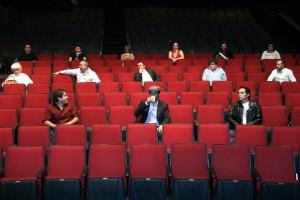 MƒXICO, D.F., 05MAYO2009.- Tina Galindo, productora de teatro, junto con otros porductores y actores teatrales, ofrecieron una conferencia de prensa para fijar su postura en torno a las medidas sanitarias que se pretenden aplicar en todo auditorio debido a la epidemia de influenza que padece la capital. Estas medidas contemplan un butaca vac'a entre cada espectador as' como una fila desocupada atras y adelante, ellos aseguraron que esto los afectar‡ econ—micamente. FOTO: IVçN MENDEZ/CUARTOSCURO.COM