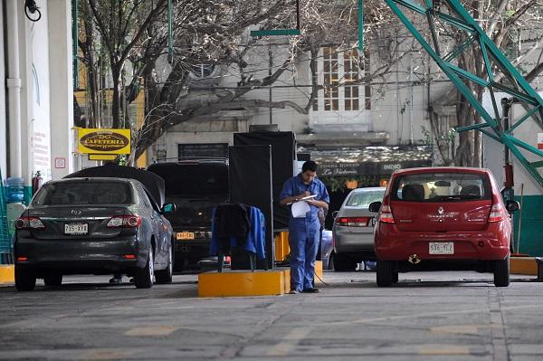 MÉXICO, D.F., 08JULIO2015.- Mañana entra en vigor la nueva disposición en los centros de verificación vehicular, en la que las calcomanías 0 se entregaran evaluando la emisión de gases contaminantes y no por el año del vehículo. FOTO: ARMANDO MONROY /CUARTOSCURO.COM