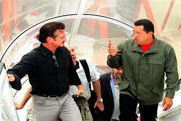 √°vez junto al actor estadounidense Sean Penn.