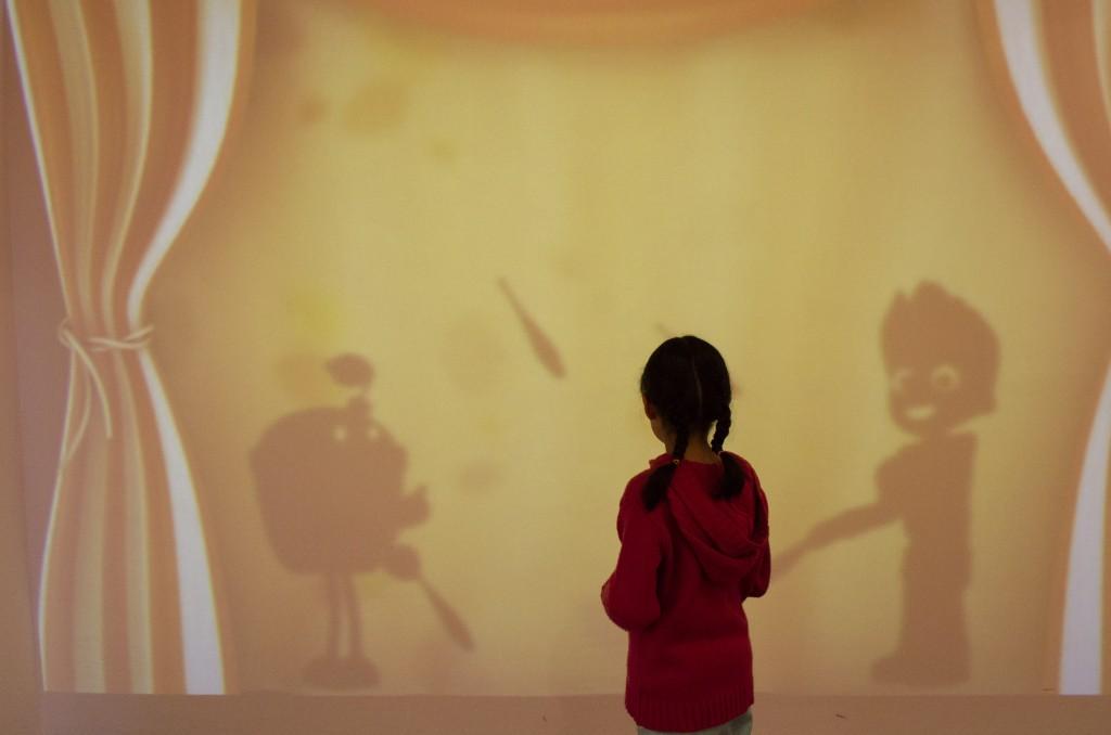 MÉXICO, D.F., 14JULIO2014.- La conductora y locutora de radio Martha Debayle inauguró el Jr. Verano Nick en el Papalote Museo del Niño, un programa de verano pensado para los pequeños que iniciarán sus vacaciones de verano. Acompañados de sus padres, realizaron diferentes actividades como malabares y actos de magia. FOTO: MARÍA JOSÉ MARTÍNEZ /CUARTOSCURO.COM