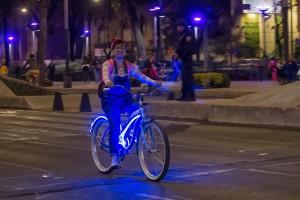 CIUDAD DE MÉXICO, 20FEBRERO2016.- Cientos de ciclistas participaron en la rodada nocturna que organizó el Gobierno de la Ciudad de México. FOTO: ISAAC ESQUIVEL /CUARTOSCURO.COM
