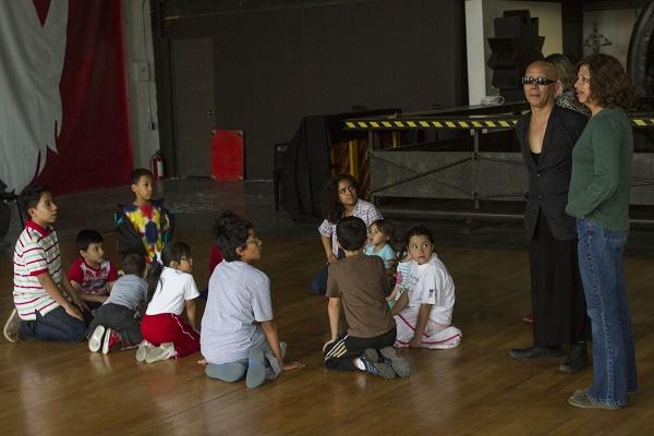 MÉXICO D.F., 28ABRIL2014.- Niños participan en el taller de danza impartido por el coreógrafo y bailarin de danza Butoh Tetsuro Fukuhara, en La Nana Fábrica de Creación e Innovación. FOTO: ISAAC ESQUIVEL /CUARTOSCURO.COM
