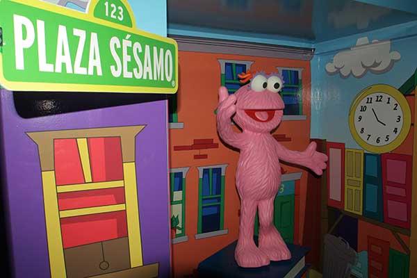 MÉXICO, D.F., 27ABRIL2010.- El museo de cera de la ciudad, inauguro una sala dedicada a los personajes del programa infantil Plaza Sesamo. FOTO: ENRIQUE ORDÓÑEZ/CUARTOSCURO.COM
