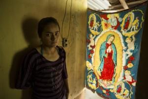 Marisol Rivera Huitrón, estudiante de 16 años de edad, originaria de Nocupétaro, Michoacán, quien trabaja por techo y comida.