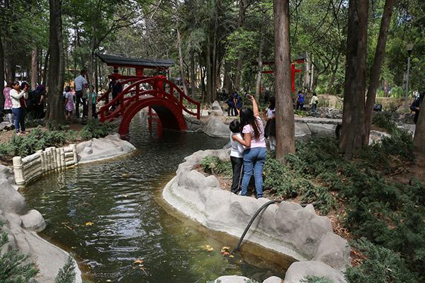 CIUDAD DE MEXICO,25MARZO2016.- Centenares de personas acuden al parque Masayoshi Ohira en la colonia Country Club para pasar el fin de demana con sus seres queridos. FOTO: SAÚL LÓPEZ /CUARTOSCURO.COM