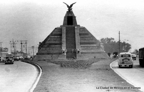 Monumento-la-raza-1940--Villasana-