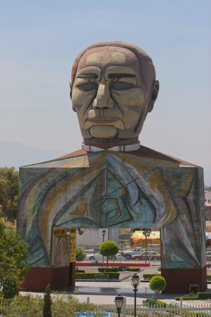 """MƒXICO, D.F., 21MARZO2011.- El dia de hoy se conmemora el natalicio del ex presidente de MŽxico,  Benito Ju‡rez, quien fue, el primer presidente de Žste pais de origen ind'gena y es recordado por su frase """"Entre los individuos, como entre las naciones, el respeto al derecho ajeno es la paz"""". En la delegaci—n Iztapalapa, se encuentra ubicado el museo-monumento """"Cabeza de Juarez"""". FOTO: SAòL LîPEZ/CUARTOSCURO.COM"""