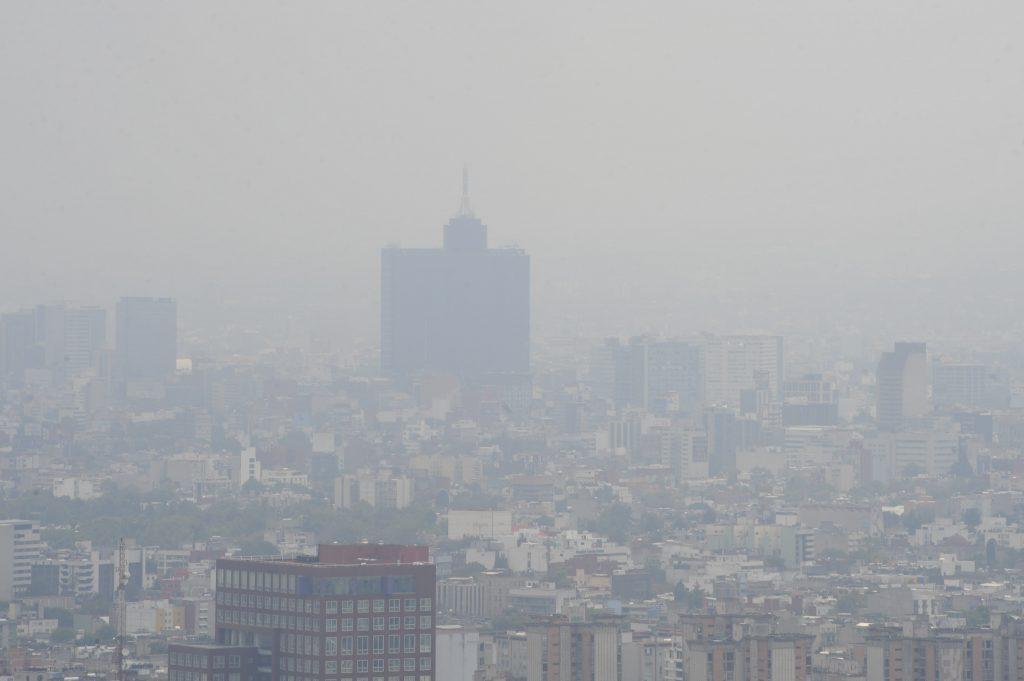 CIUDAD DE MÉXICO, 12AGOSTO2016.- La Comisión Ambiental de la Megalópolis (CAMe) informó en su reporte matutino que se mantiene la Fase 1 de Contingencia Ambiental por ozono en el Valle de México, debido a que no existen condiciones favorables para la dispersión de los contaminantes.  FOTO: ARMANDO MONROY /CUARTOSCURO.COM
