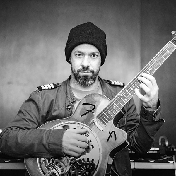 Alejandro Otaola, guitarrista. Foto: Lulú Urdapilleta