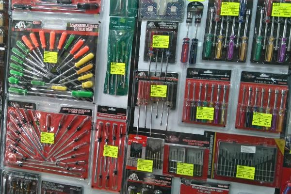 La calle de Corregidora es el sitio ideal para conseguir todo tipo de herramientas.