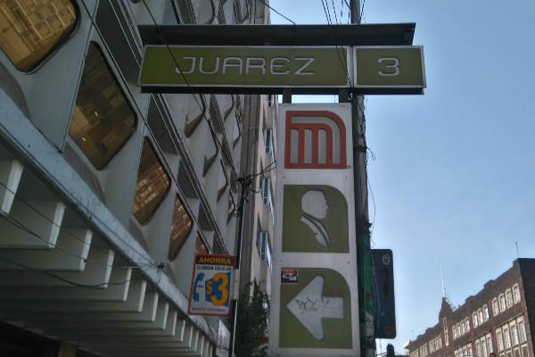 Afuera de Metro Juárez se encuentran sitios emblemáticos de la Ciudad de México.