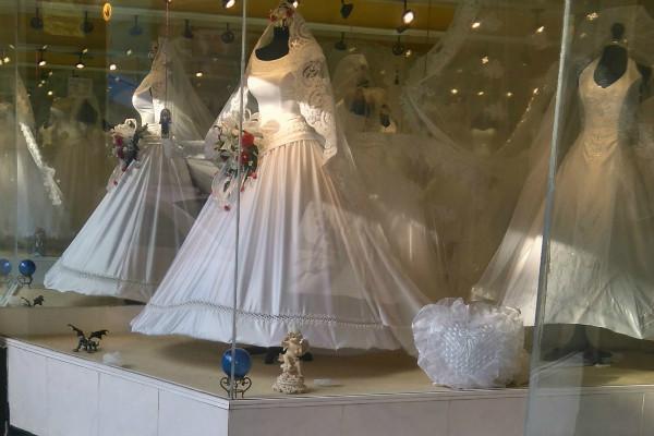 Gracias a sus decenas de locales República de Chile se ha convertido en la calle de los vestidos.