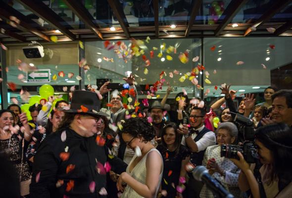 Burgerman protagoniza una de las bodas más excéntricas de la Ciudad de México. ¡Se casó en un Mc Donald's!