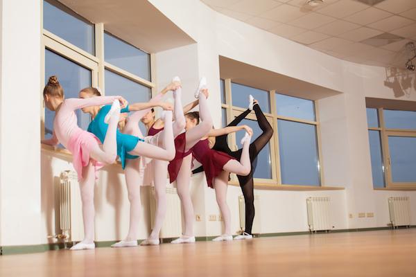 Las clases de ballet se imparten en compañía de un pianista