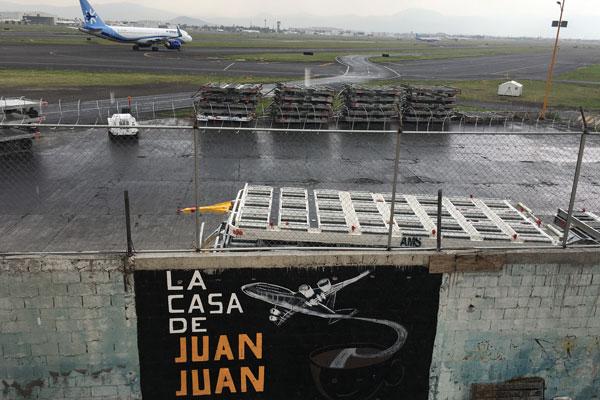 En la Casa de Juan Juan puedes ver cómo despegan y aterrizan aviones en el aeropuerto