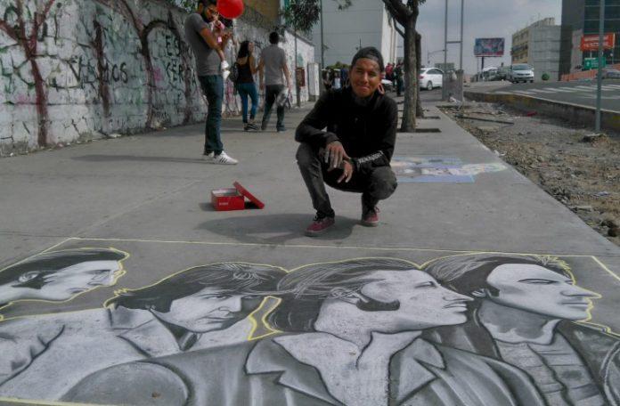 Naitoreido ha viajado por todo México pintando en las banquetas.