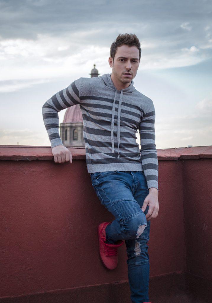 """""""El Pee Wee"""" es el nuevo disco del cantante mexicano-estadounidense"""