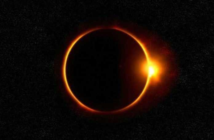 Exposición de eclipses en el Museo de Historia Natural.