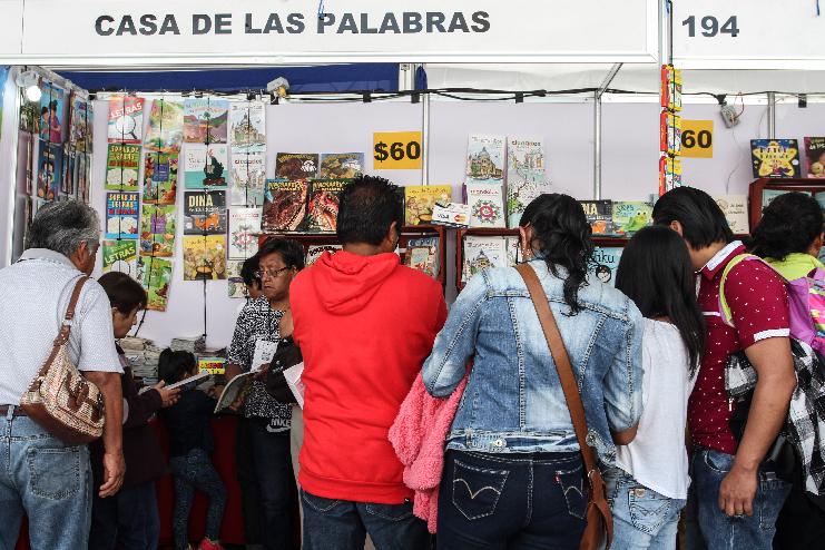 Dan banderazo a primer Feria Internacional del Libro Universitario en la UNAM