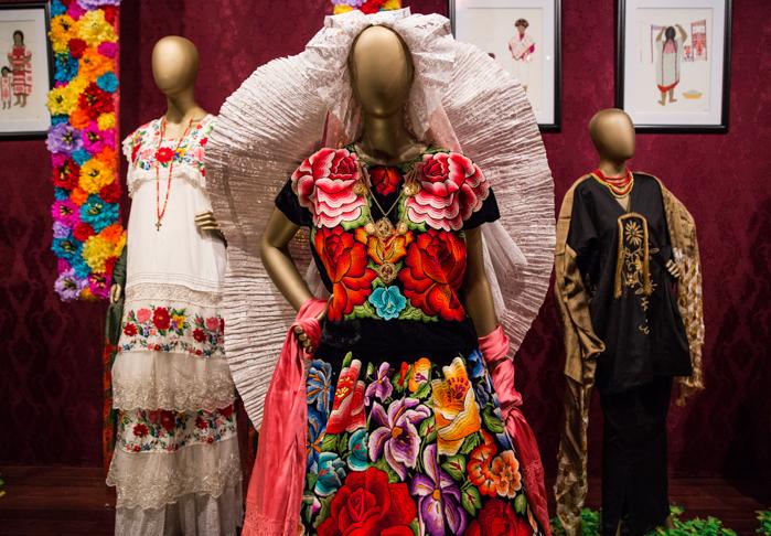 Fotogalería Las Flores En El Traje Regional Mexicano