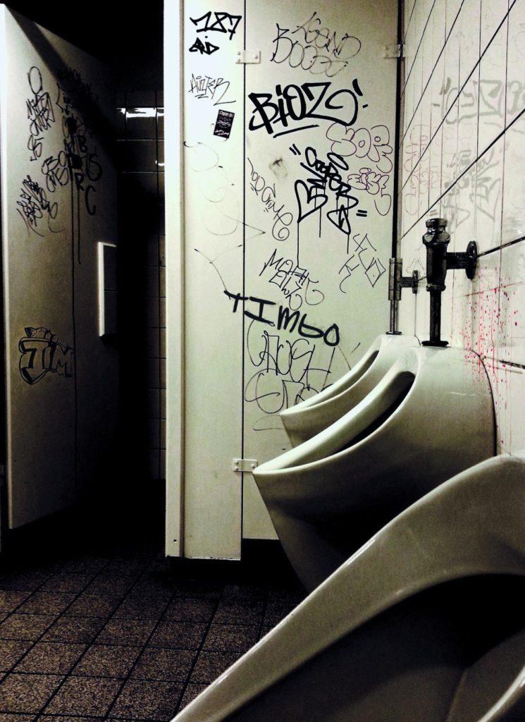 baños públicos cosas asquerosas
